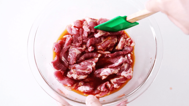 Marinate the sliced pork in soy sauce, sake and ginger juice
