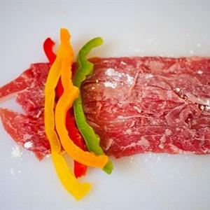 For each beef slice, put pieces of bell peppers onto its surface