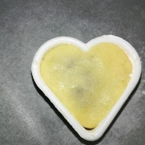 a heart-shaped mold shapes the cake