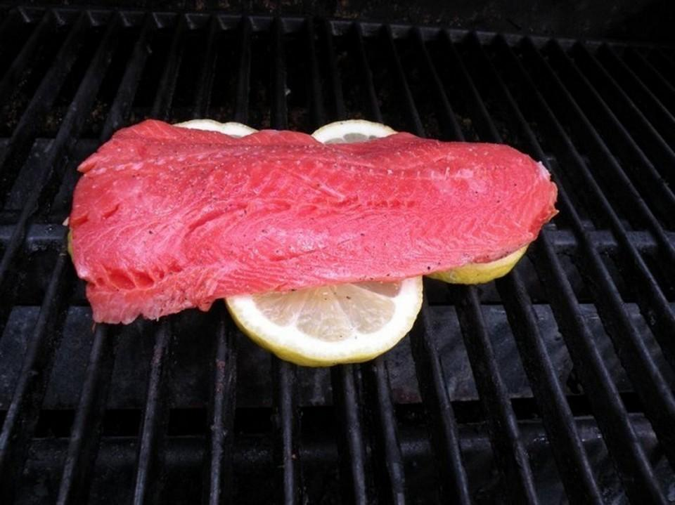 Lemon is an effective solution for grilling fish