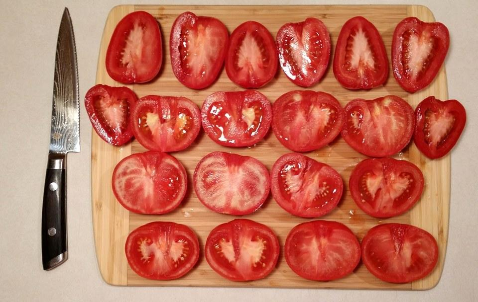 This tip helps us to have beautiful pieces of cherry tomatoes