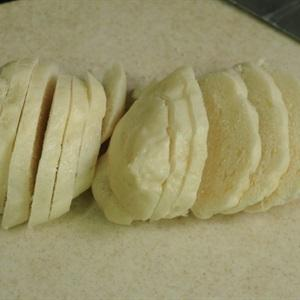 Cut the dumplings into 0.5-centimeter thick slices