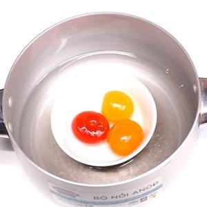 Steam the salted duck egg yolks