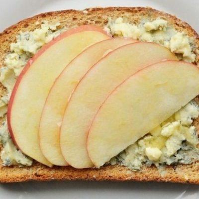 place slices of apple onto the cheese layer