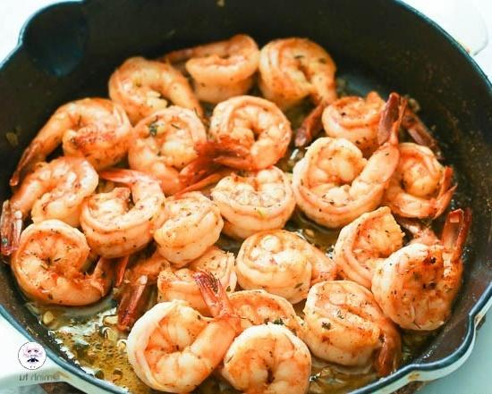 add shrimps into the pan and stir-fry
