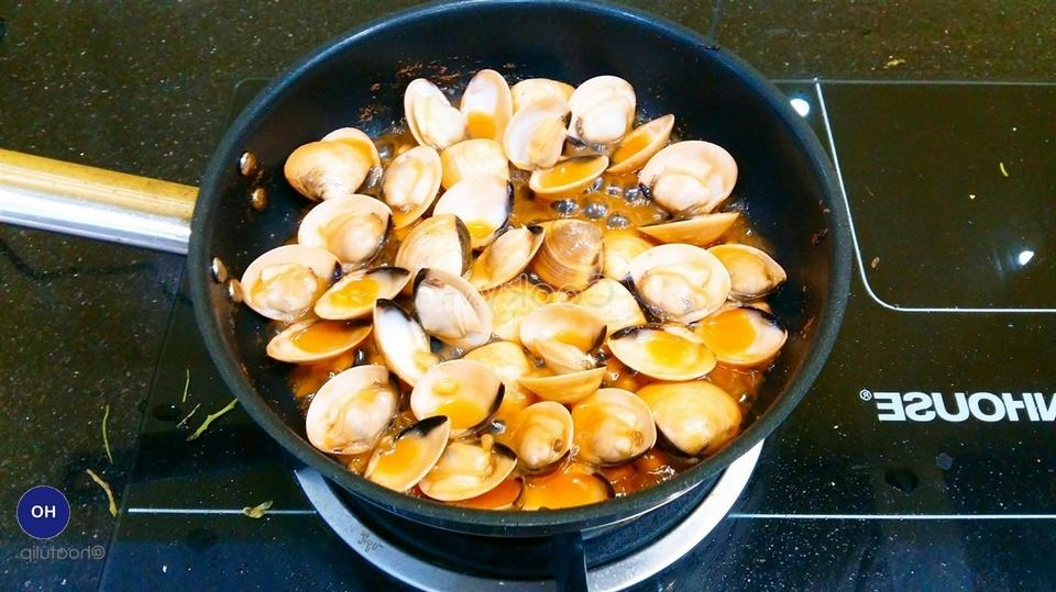 stir-fry scallops and add other ingredients
