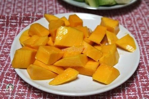 peel and cut mango