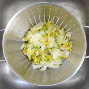 wash the cabbage with the cold water 3 times