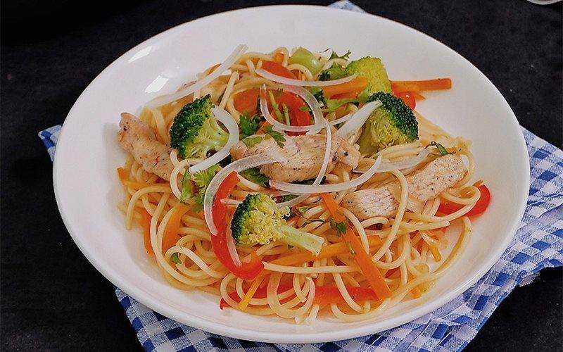 Homemade Chicken And Noodles: Vegetable Chicken Noodles