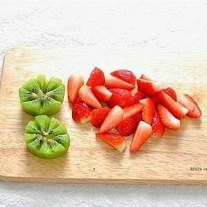 cut kiwi and strawberries