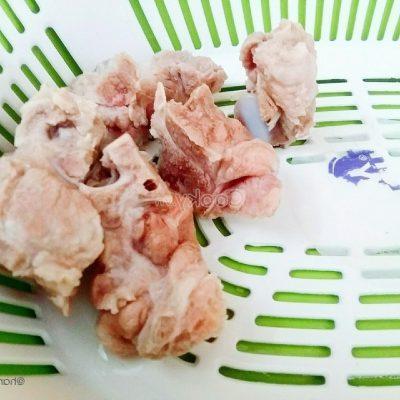 wash pork ribs