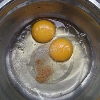 beat chicken eggs