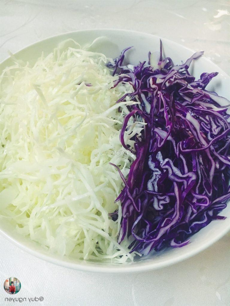 cut cabbage into thin pieces