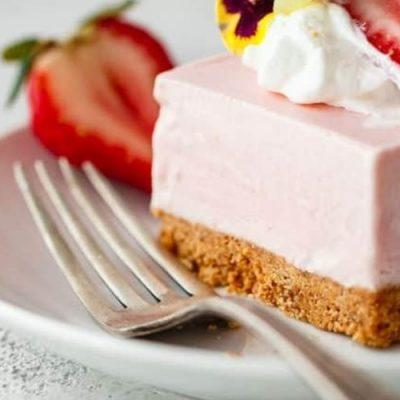 how to make no-bake strawberry cake