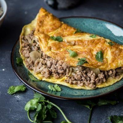 omelette with minced pork