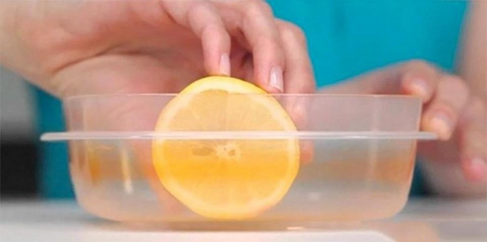 We can use lemon slices to rub into their surface