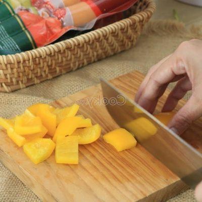 cut yellow bell pepper