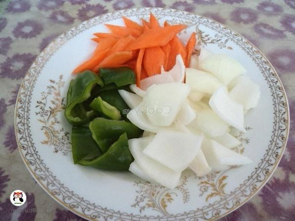 cut vegetables into small pieces