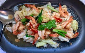 shrimps with cabbage and onion