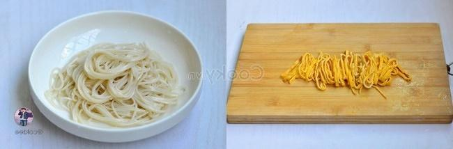 fry chicken egg and wash noodles