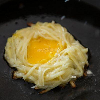 fry potato and chicken egg