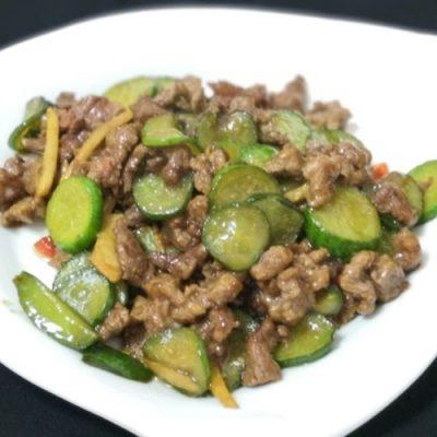 how to make spicy beef stir-fried with cucumber