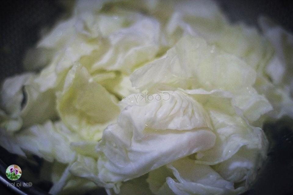 cut cabbage into small pieces