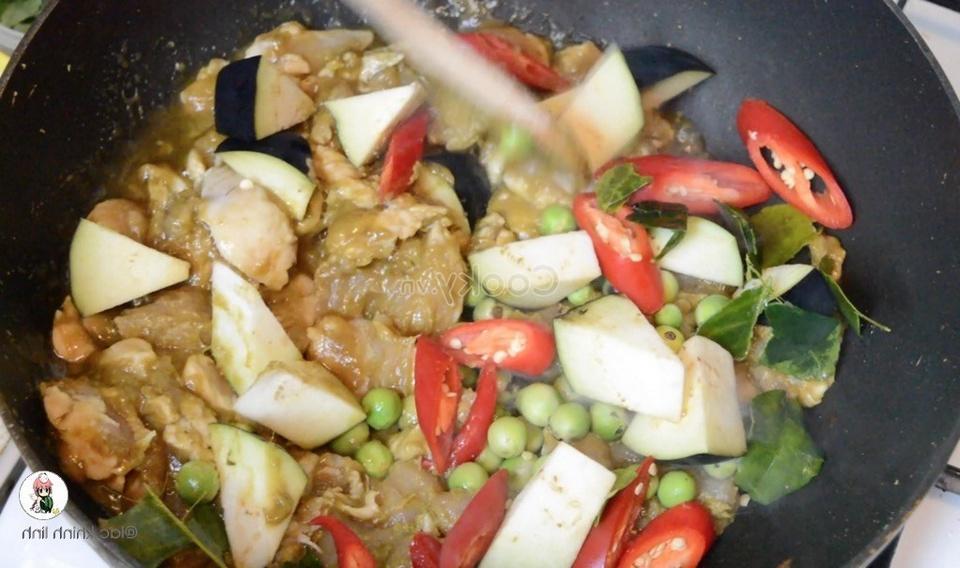 stir-fry chicken with vegetables