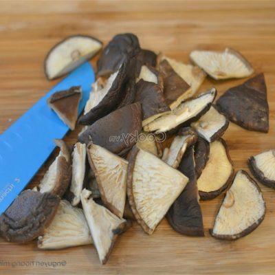 cut shiitake mushrooms