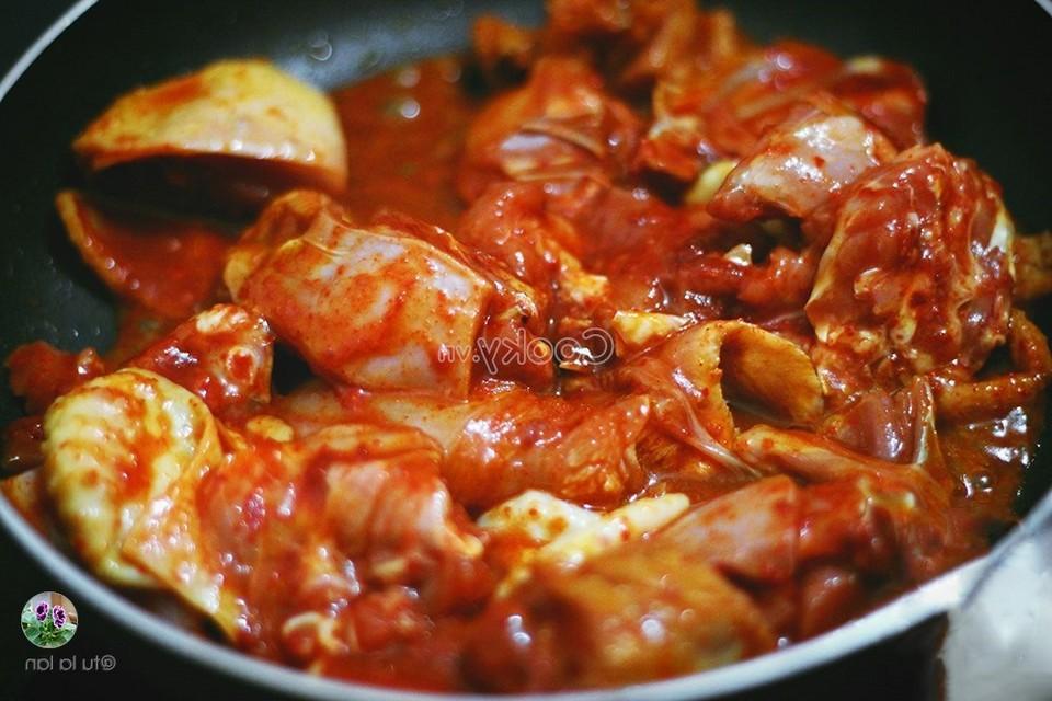stir-fry chicken meat