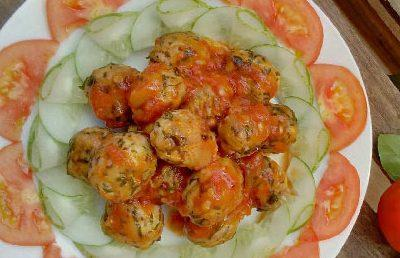 Chicken Balls Cooked With Tomato